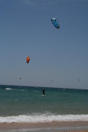 Escuela de kitesurf Gisela Pulido Pro Center: on the board