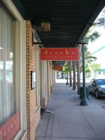 Derek's on Central Avenue