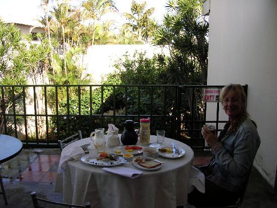 Hotel Sabana B&B: Enjoying breakfast on the terrace.