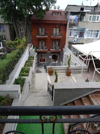 Rose Garden Suites Istanbul: Entrance to hotel 1