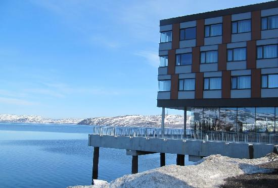 Thon Hotel Kirkenes Restaurant : Restaurant and the fjord view