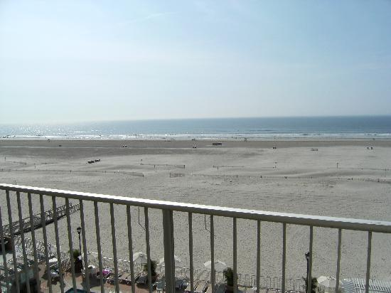 Reges Oceanfront Resort: The balcony view