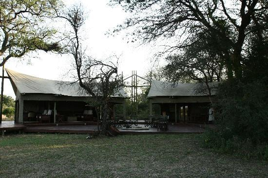 Rhino Post Safari Lodge: plain camp