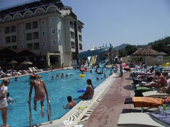 Julian Club Hotel: 1 of the pools
