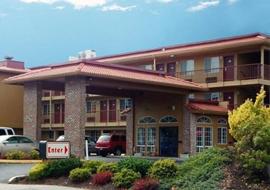 Econo Lodge at Port of Portland: Outdoor view