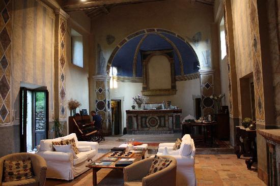 Borgo di Carpiano: chiesa restaurata