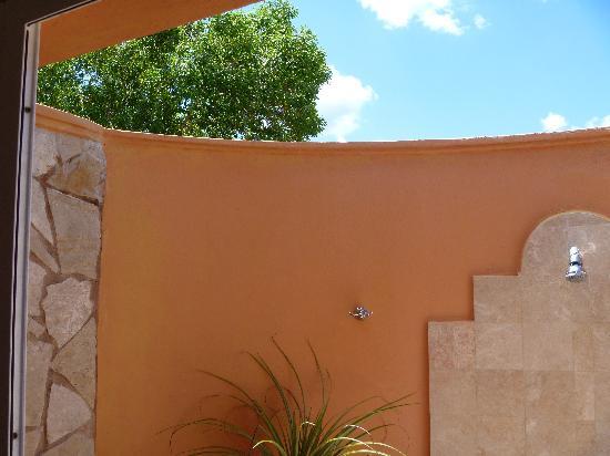 Paradisus Rio de Oro Resort & Spa: that shower