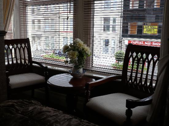 Windsor House: Room 4 seating area in bay window
