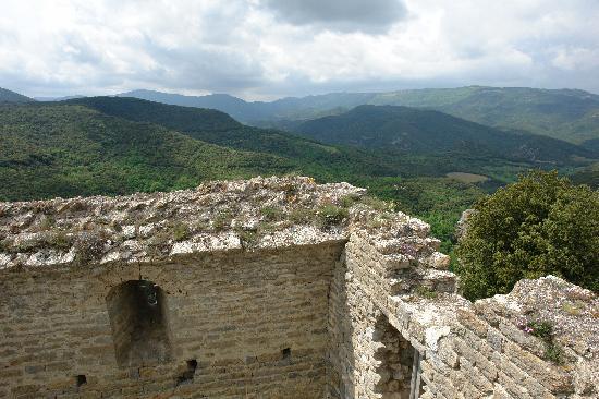Chateau de Termes: Ancient walls