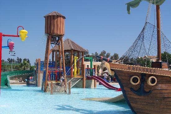 Aliathon Holiday Village: Fabulous pirate pool.