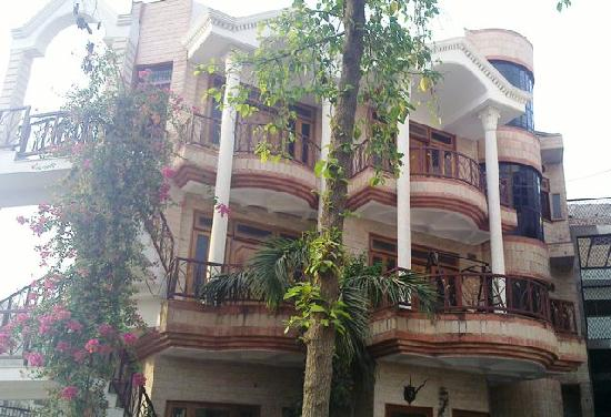 N.Homestay: N.Guest House Front View