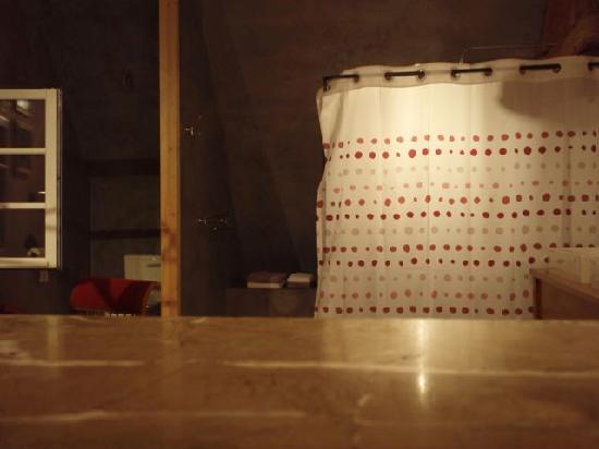 """La Maison des Passerelles : Bad in Zimmer """"La Rosée"""""""