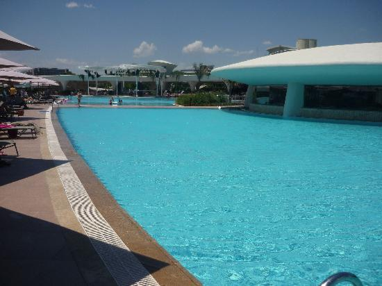 Cornelia Diamond Golf Resort & Spa: Main swimming pool