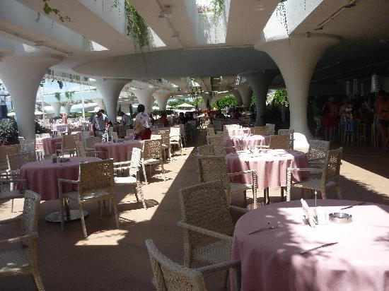 Cornelia Diamond Golf Resort & Spa: Dome Bar for lunch