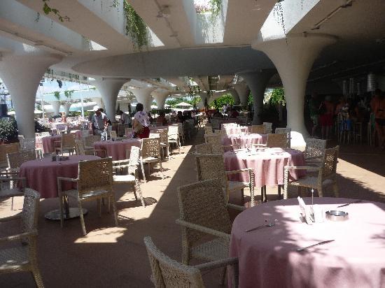 Cornelia Diamond Golf Resort & Spa: Dome Bar for lunch