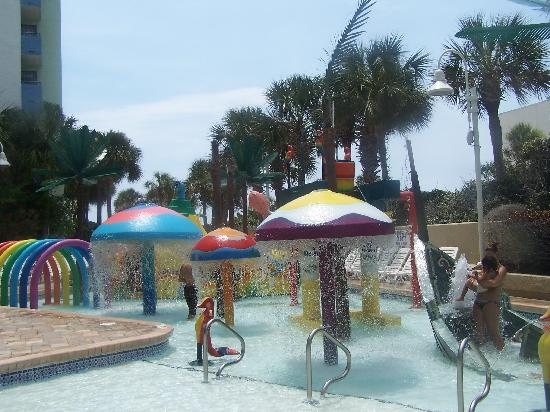 Coral Beach Resort & Suites: splash area