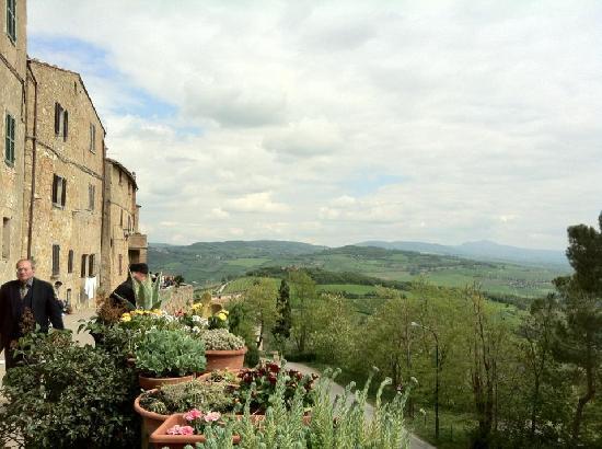 Monteriggioni, Italy: What a view!!