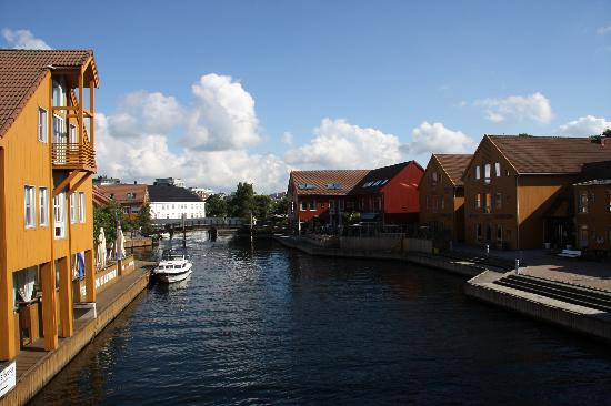 Kristiansand, Noruega: Canal into the heart of town