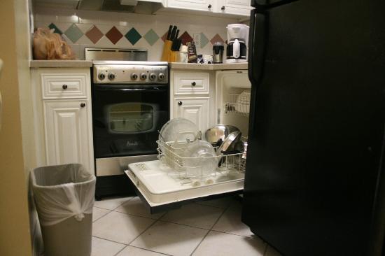 """جراند سي ريزورت: Our """"Full-Size Kitchen"""" / What a JOKE"""