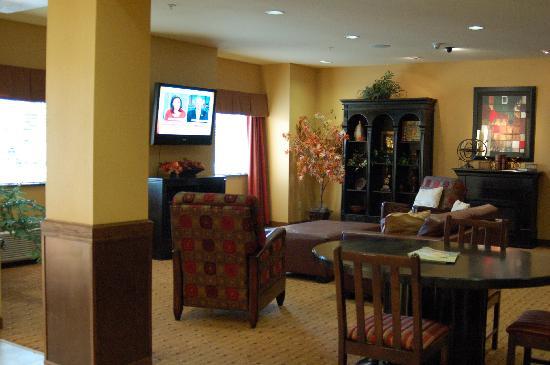 Microtel Inn & Suites by Wyndham Stillwater: Microtel Lobby