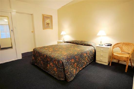 Abel Tasman Airport Motor Inn: Queen Room