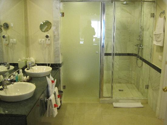 Luxury Bahia Principe Esmeralda Don Pablo Collection: Bathroom