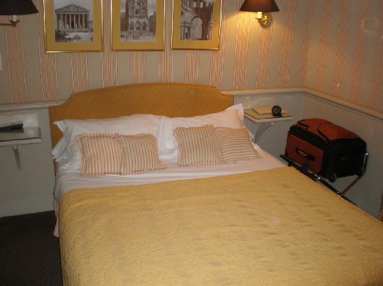 Hotel du Champ de Mars: our bed