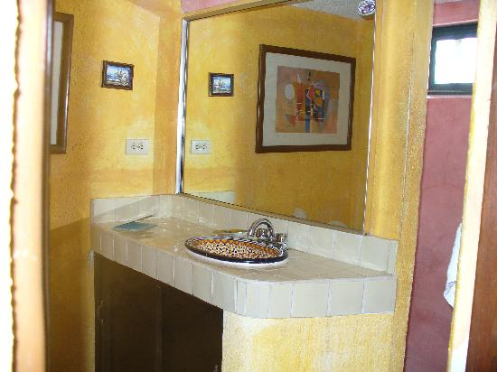 Siesta Suites: bathroom with shower on other side of the wall