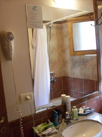 Las Cumbres Apart & Suites: Baño Completo
