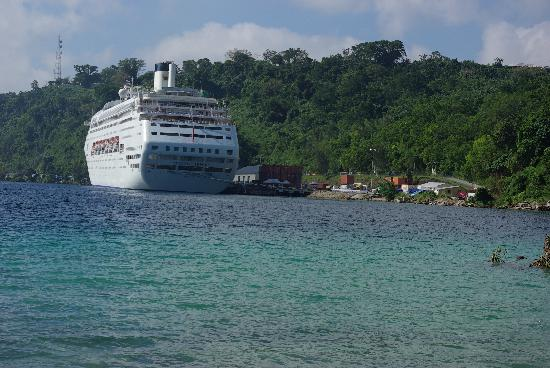 Port Vila Vanuatu  city photos : Port Vila, Vanuatu: Cruise ship terminal