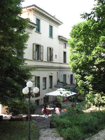 Residence Michelangiolo : 昼下がりの庭でのんびりと!