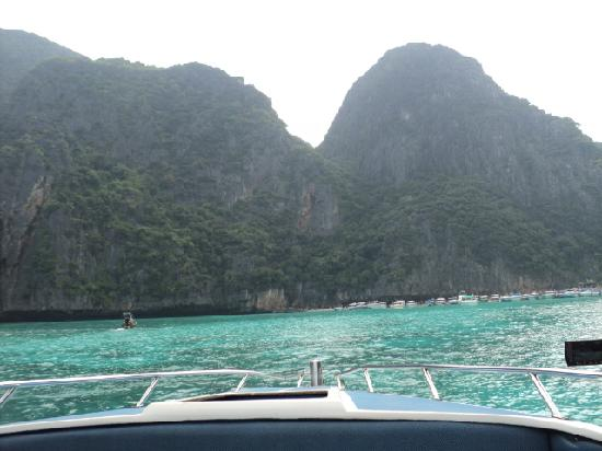 Patong, Thailandia: on the boat going to the phi phi islands
