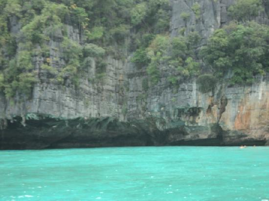 Patong, Thailand: beach at the phi phi slands