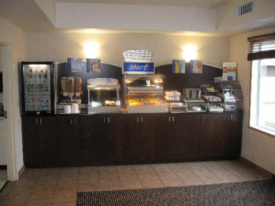 Holiday Inn Express Regina South: breakfast area