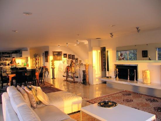 Tiki Tiki Ora: Sunset into lounge
