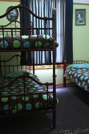 Bazil's Hostel & Surf School: 3 bed dorm