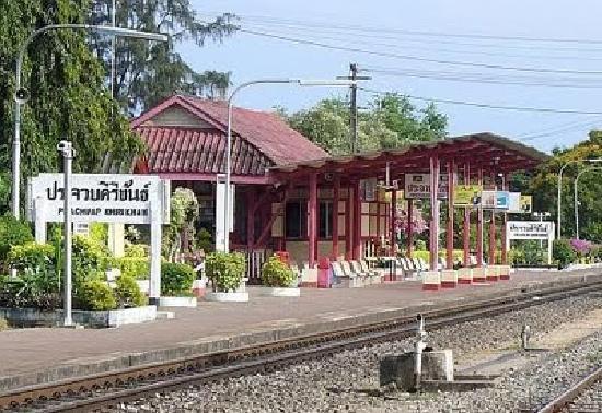 Lothars Prachuapkhirikhan Guest House: Die Bahnstation von Prachuap