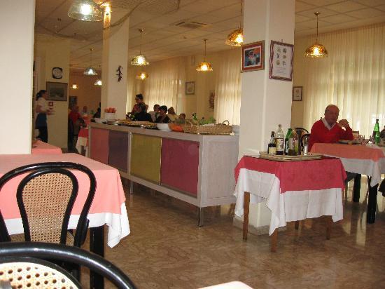Hotel Romagna : La sala colazione e pranzo /semplice tutto