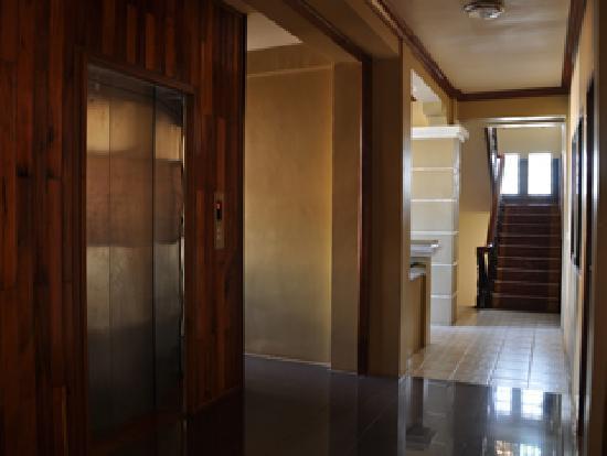 Golden Apsara Hotel : Hotel Elevator