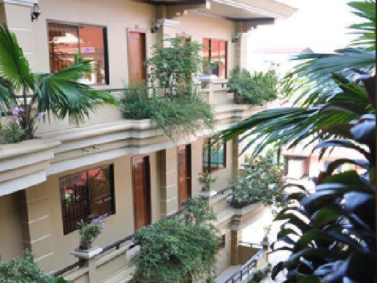 Golden Apsara Hotel: Garden Views