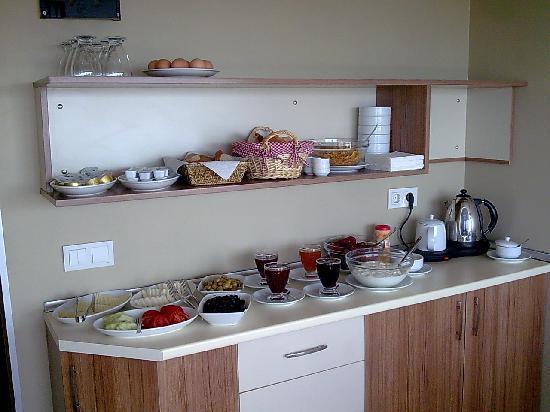 Aura Apart Hotel: Breakfast