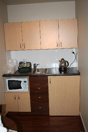 CentrePoint on Colombo Motel: Well appointed kitchenette
