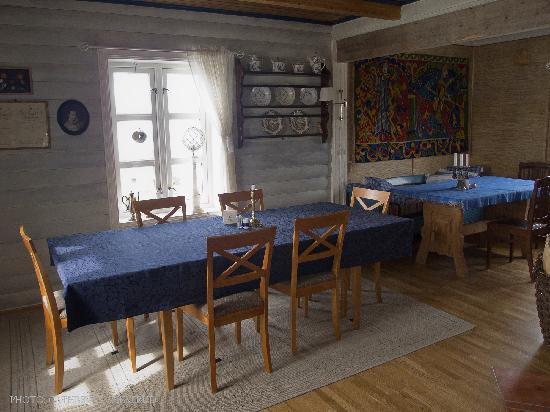 Kongsfjord Gjestehus: The dining room
