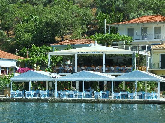 Ionion Taverna: sea side look