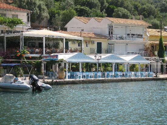 Ionion Taverna: sea side look