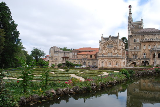 Bussaco Palace Hotel: View from rose garden