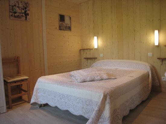 Hotel Du Commerce : Chambre