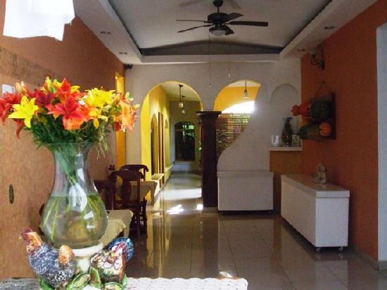 Hotel Aloha : Inside the hotel