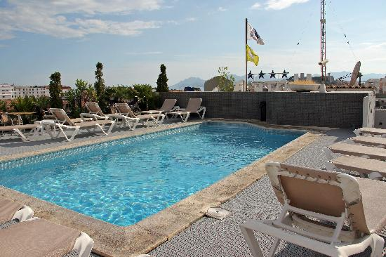 Best Western Plus Cannes Riviera & Spa: hotel bw cannes riviera / simmingpool / 7. etage (dach)