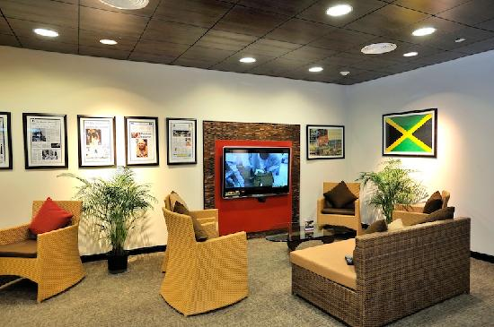 ‪Club Mobay Departure Lounge‬